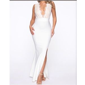 I'm selling a fashion nova white dress
